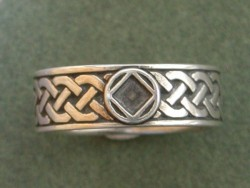 1611 Celtic Ring w NA Service Symbol